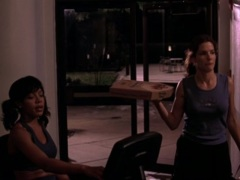 eG1qNWdhMTI=_o_eating-pizza-from-miss-congeniality-2000