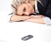 woman-staring-at-cell-phone-waiting